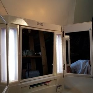 Make up mirror light up tri fold 2 sided magnify